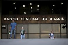 La sede del Banco Central brasileño, en Brasilia, 23 de septiembre de 2015. El banco central brasileño mantendría sin cambios las tasas de interés el miércoles, por segunda reunión seguida, para evitar  más daños a una economía que está atrapada en recesión pese al salto reciente en las expectativas inflacionarias para 2016. REUTERS/Ueslei Marcelino