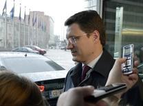 Министр энергетики РФ Александр Новак покидает штаб-квартиру Еврокомиссии в Брюсселе 2 марта 2015 года. Россия и Иран за последние два года согласовали совместные проекты стоимостью $40 миллиардов, сообщило Минэнерго РФ на своем сайте. REUTERS/Eric Vidal