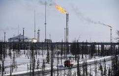 Вид на инфраструктуру Ванкорского месторождения Роснефти в Красноярском крае. 25 марта 2015 года. Власти РФ вернулись к решению сохранить действующую формулу расчета экспортной пошлины на нефть в 2016 году вплоть до конца года, а не до 1 октября, как анонсировалось на прошлой неделе. REUTERS/Sergei Karpukhin