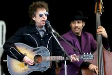 Bob Dylan (L) performs on stage during the Top of the Mountain Concert in the ski-resort of Ischgl in Austria's southern region of Tirol in this May 1, 1999 file photo. REUTERS/Stringer/Files