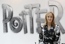 Autora da saga Harry Potter, J.K. Rowling, durante evento em Londres.   23/06/2011   REUTERS/Suzanne Plunkett