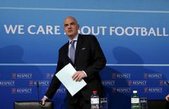 UEFA general secretary Gianni Infantino arrives for a news conference on behalf of their suspended president Michel Platini following a meeting of UEFA's executive committee at the UEFA headquarters in Nyon, Switzerland, October 15, 2015.  REUTERS/Denis Balibouse