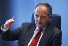 Член исполнительного совета ЕЦБ Бенуа Кер дает интервью Рейтер во Франкфурте-на-Майне. 12 февраля 2014 года. Если инфляция в еврозоне будет повышаться до намеченного уровня медленнее, чем ожидалось ранее, Европейскому центробанку придется ещё раз понизить депозитную ставку, хотя пока это открытый вопрос, заявил член исполнительного совета Бенуа Кер. REUTERS/Ralph Orlowski
