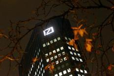 Штаб-квартира Deutsche Bank во Франкфурте-на-Майне. 28 октября 2015 года. Deutsche Bank сообщил, что откажется от выплаты дивидендов за 2015-2016 годы, в связи с тем, что новый глава банка Джон Крайан стремится увеличить капитал банка. REUTERS/Kai Pfaffenbach