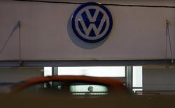 A vendor waits for customers at a Volkswagen dealership in Madrid, Spain, October 28, 2015. REUTERS/Sergio Perez