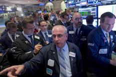 La Bourse de New York a fini en légère baisse jeudi, l'indice Dow Jones cédant 0,13%, le S&P-500 0,04%, et le Nasdaq Composite 0,42%. /Photo prise le 29 octobre 2015/REUTERS/Brendan McDermid