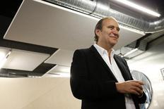 Xavier Niel a porté sa participation potentielle dans Telecom Italia à l'équivalent de 15,143% des droits de vote, a annoncé vendredi l'autorité des marchés financiers en Italie. /Photo prise le 27 octobre 2015/REUTERS/Benoît Tessier