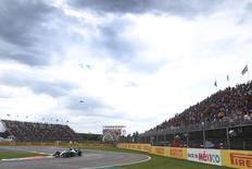 Nico Rosberg, da Mercedes, durante treinos livres no autódromo Hermanos Rodríguez, na Cidade do México, nesta sexta-feira. 30/10/2015 REUTERS/Action Images/Hoch Zwei/Livepic