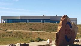 """Sede regional de Occidental Petroleum Corp de Dakota del Norte en Dickinson. 14 de octubre de 2015. El presidente de Ecuador, Rafael Correa, dijo el sábado que está conversando con la petrolera estadounidense Occidental para buscar un arreglo """"amistoso"""" ante el fallo final de un tribunal arbitral en una millonaria demanda contra el país andino. REUTERS/Ernest Scheyder"""