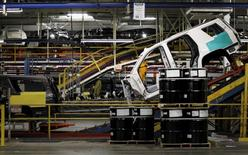 An SUV moves through the assembly line at the General Motors Assembly Plant in Arlington, Texas June 9, 2015. REUTERS/Mike Stone