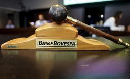 Un martillo en la Bolsa de Sao Paulo BM&FBovespa, 17 de julio de 2015. BM&FBovespa SA, el mayor operador de bolsa de América Latina, sostiene conversaciones preliminares con su rival Cetip SA Mercados Organizados para una posible fusión. REUTERS/Nacho Doce