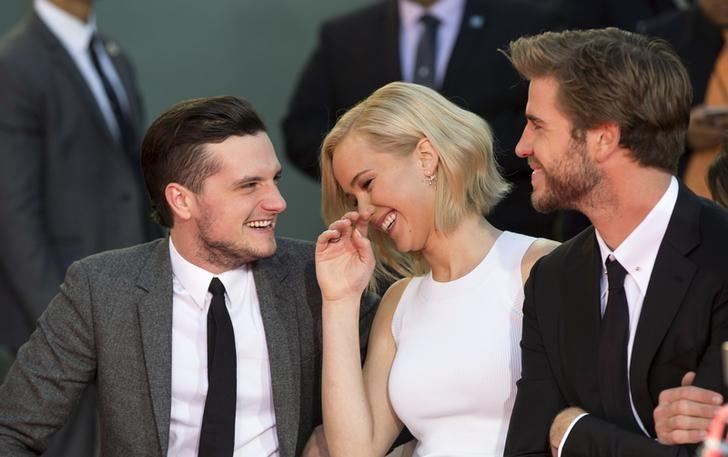 Actors Josh Hutcherson (L), Jennifer Lawrence and Liam Hemsworth from the upcoming movie ''The Hunger Games: Mockingjay - Part 2'' attend their hand and footprints in cement ceremony in the forecourt of the TCL Chinese theatre in Hollywood, California October 31, 2015.  REUTERS/Mario Anzuoni