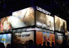 Ubisoft, le développeur français dejeux vidéo, a fait état mercredi d'un chiffre d'affaires en retrait au premier semestre en l'absence de la sortie de titres majeurs mais confirme ses objectifs pour son exercice 2015-2016. /Photo d'archives/  REUTERS/Kevork Djansezian