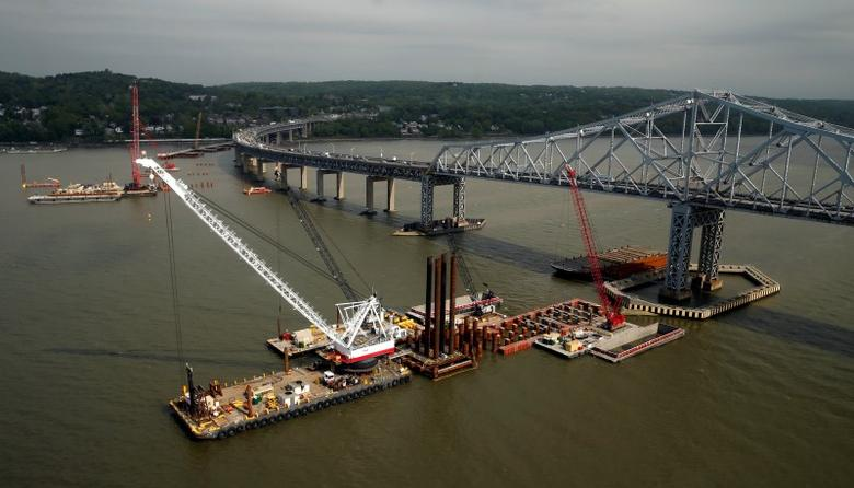 Construction is seen under way on the Tappan Zee Bridge in Tarrytown, New York May 14, 2014. REUTERS/Kevin Lamarque