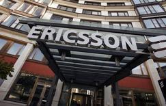 El exterior de la sede de Ericsson, en Estocolmo, 30 de abril de 2009. El fabricante sueco de dispositivos móviles Ericsson y la compañía estadounidense de redes Cisco Systems dijeron el lunes que firmaron una alianza de negocios y tecnología con la que prevén generar ventas adicionales de 1.000 millones de dólares para cada empresa al 2018. REUTERS/Bob Strong/files