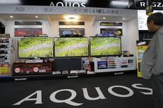 Japan Display, fabricant japonais d'écrans, ne dirait pas non à un partenariat avec Sharp mais aucune négociation n'est actuellement en cours, a déclaré lundi son PDG Mitsuru Homma. /Photo d'archives/REUTERS/Toru Hanai