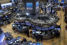 La Bourse de New York a ouvert lundi en léger repli au lendemain de la publication des chiffres du commerce extérieur chinois qui ravivent la crainte d'un ralentissement de la croissance mondiale. L'indice Dow Jones perd 0,47% peu après l'ouverture, le Standard & Poor's 500 recule de 0,42% et le Nasdaq Composite cède 0,48%. /Photo d'archives/REUTERS/Brendan McDermid