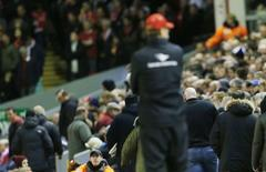 Torcedores do Liverpool deixam o estádio durante derrota para o Crystal Palace. Action Images via Reuters/Lee Smith