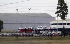 Imagen de archivo de unos vehículos en la planta manufacturera de Volkswagen en Puebla, México, sep 21, 2015. La producción de autos de México se contrajo un 1.0 por ciento en octubre a tasa interanual, mientras que las exportaciones de vehículos, una de las principales industrias del país, bajaron un 4.7 por ciento, dijo el lunes la Asociación Mexicana de la Industria Automotriz (AMIA).  REUTERS/Imelda Medina