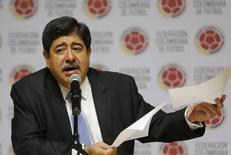 Luis Bedoya concede entrevista em Bogotá.  1/6/2015. REUTERS/John Vizcaino