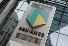 Логотип ABN Amro в Лондоне 29 мая 2007 года. Правительство Нидерландов сообщило во вторник, что продаст 23-процентный пакет в банке ABN Amro в ходе IPO,  оценив весь банк в 15,0-18,8 миллиарда евро. REUTERS/Stephen Hird