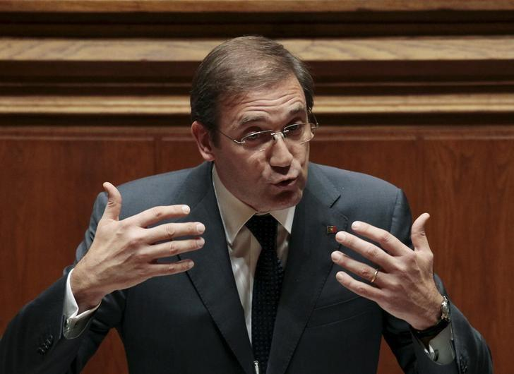 Portugal's Prime Minister Pedro Passos Coelho gestures during a debate on government programmes at the parliament in Lisbon, Portugal, November 9, 2015.    REUTERS/Hugo Correia