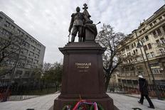 Estátua do czar Nicolau 2º em Belgrado. 27/11/2014 REUTERS/Marko Djurica