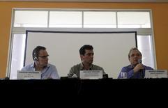 Andrew Mackenzie (esquerda), CEO da BHP Billiton, Ricardo Vescovi (centro), presidente da Samarco, e Murilo Ferreira, CEO da Vale, em entrevista coletiva em Mariana. 11/11/2015 REUTERS/Ricardo Moraes