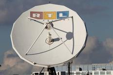 RTL Group a relevé jeudi son objectif de chiffre d'affaires pour l'année 2015, soutenu par l'impact positif des taux de change, son activité numérique et un marché de la publicité télévisée en croissance en Allemagne. Le groupe européen de diffusion de télévision et de radio table désormais sur un chiffre d'affaires en hausse de 2,5 à 5%, contre 2,5% au maximum auparavant. /Photo d'archives/REUTERS/Wolfgang Rattay