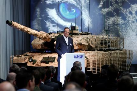 شركة ألمانية ترغب في تصدير 70 دبابة Leopard لسلطنة عمان ?m=02&d=20151112&t=2&i=1094377050&w=450&fh=&fw=&ll=&pl=&r=LYNXNPEBAB12C