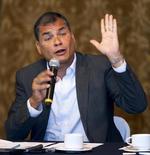 """El presidente de Ecuador, Rafael Correa. en una rueda de prensa en el palacio de Gobierno en Quito, sep 15, 2015. La Organización de Países Exportadores de Petróleo (OPEP) podría lograr """"por sí sola"""" que el precio del crudo se recupere con un recorte en su producción, pero será muy difícil que los miembros del grupo logren un acuerdo al respecto, dijo el viernes el presidente ecuatoriano Rafael Correa.  REUTERS/Guillermo Granja"""