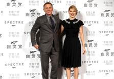 "Cast members Daniel Craig (L) and Lea Seydoux pose for pictures during a promotion event for the new James Bond 007 film ""Spectre"" in Beijing, November 10, 2015. REUTERS/China Daily"