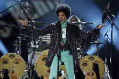 Prince performs during the Billboard Music Awards at the MGM Grand Garden Arena in Las Vegas, Nevada May 19, 2013. REUTERS/Steve Marcus/Files
