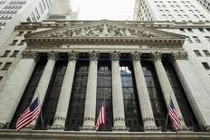 Les investisseurs qui envisagent d'investir dans la société de paiements mobiles Square ou dans le site de rencontres Match Group, qui font tous deux leurs débuts boursiers ce jeudi à Wall Street, feraient bien d'y réfléchir à deux fois au vu des performances médiocres de récentes introductions en Bourse très suivies. /Photo prise le 1er septembre 2015/REUTERS/Lucas Jackson