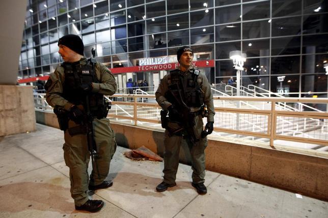 11月23日、米国務省は「テロリストによる脅威が高まっている」として国民に対し海外への渡航に注意喚起を促した。アトランタで22日撮影(2015年 ロイター/Tami Chappell)