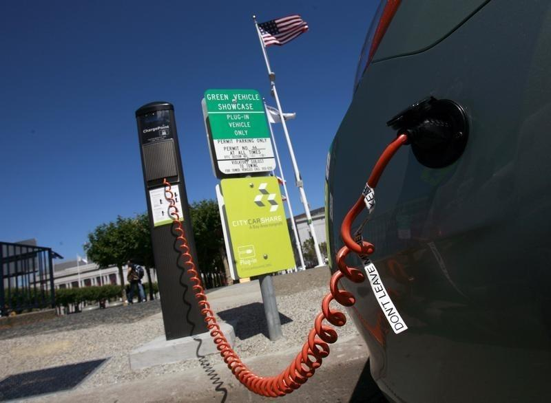 U S Delays Quiet Car Rules For Hybrids Electric Cars