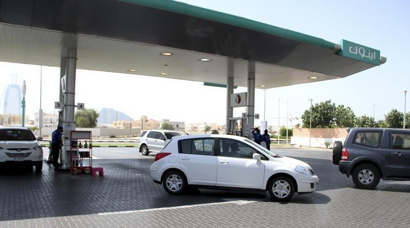 وزارة: الإمارات تخفض أسعار البنزين والديزل المحلية في ديسمبر