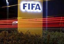 Logo da Fifa visto na sede da organização, em Zurique.   07/10/2015   REUTERS/Arnd Wiegmann