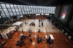 Terminal 2  de l'aéroport de Nice-Côte d'Azur. Le groupe espagnol d'infrastructures Ferrovial s'est allié au groupe d'investissement français Meridiam pour répondre à l'appel d'offres sur les aéroports de Nice et Lyon, qui devraient débuter en janvier. /Photo d'archives/REUTERS/Eric Gaillard