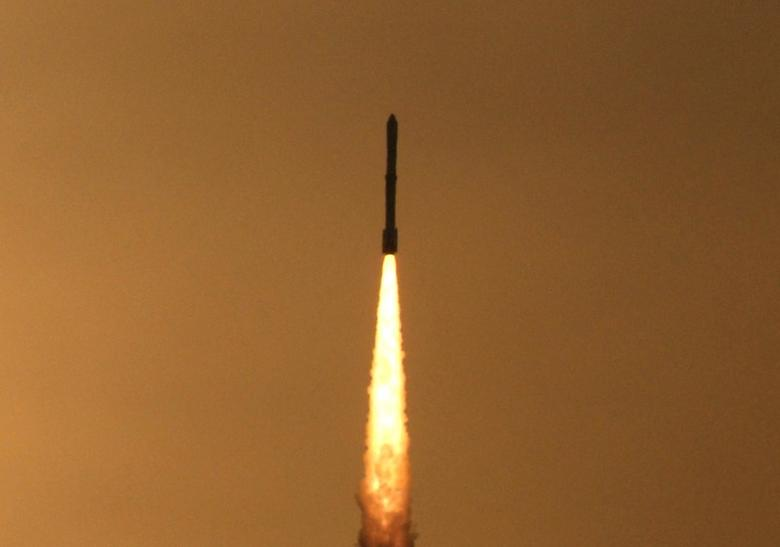 India's Polar Satellite Launch Vehicle (PSLV) C-12 blasts off from Satish Dhawan space centre at Sriharikota, about 100 km (62 miles) north of the southern Indian city of Chennai, April 20, 2009. REUTERS/Babu
