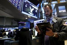 Traders work on the floor of the New York Stock Exchange December 3, 2015. REUTERS/Brendan McDermid