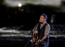 Musician Bruce Springsteen performs during The Concert for Valor on the National Mall on Veterans' Day in Washington, November 11, 2014.    REUTERS/Gary Cameron