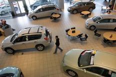 Les constructeurs japonais et allemands fabriquent les véhicules les plus sûrs en circulation aux Etats-Unis, selon un classement publié jeudi par un organisme spécialisé. Toyota arrive en tête, devant Honda, Volkswagen et Subaru. /Photo d'archives/REUTERS/Robert Galbraith