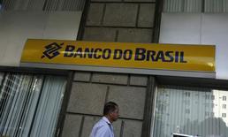 Una sucursal del Banco do Brasil en el centro de Río de Janeiro, 20 de agosto de 2014. El prestamista brasileño Banco do Brasil SA completó el jueves un plan de recompra de bonos con la recuperación de un 86 por ciento del monto que había propuesto originalmente, en la medida que un número cada vez mayor de firmas brasileñas reducen su exposición a deuda denominada en moneda extranjera. REUTERS/Pilar Olivares