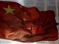 Bandeira nacional chinesa vista em distrito comercial de Pequim.  29/10/2015   REUTERS/Kim Kyung-Hoon