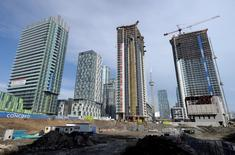 A condominium construction site is seen in Toronto, March 11, 2014. REUTERS/Aaron Harris