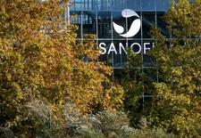 Sanofi y Boehringer Ingelheim están en negociaciones exclusivas por un intercambio de activos valorado en 20.000 millones de dólares entre el negocio de salud animal de la compañía francesa y una unidad del grupo privado alemán. En la imagen, el logo de Sanofi en la sede de Sanofi Pasteur en Lyon, Francia, el 26 de octubre de 2015. REUTERS/Robert Pratta