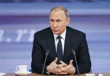 Президент РФ Владимир Путин на ежегодной пресс-конференции в Москве 17 декабря 2015 года. Президент РФ Владимир Путин проводит ежегодную пресс-конференцию, полный текст которой будет доступен на сайте Кремля. REUTERS/Maxim Zmeyev
