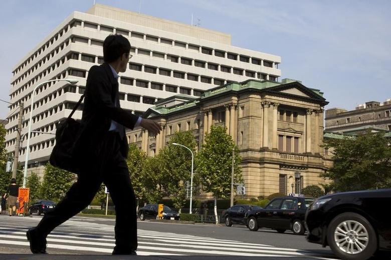 A man walks past the Bank of Japan (BOJ) building in Tokyo, October 30, 2015.  REUTERS/Thomas Peter/Files