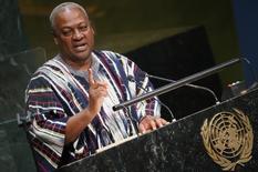 Президент Ганы Джон Драмани Махама выступает на Генеральной Ассамблее ООН в Нью-Йорке 30 сентября 2015 года. Махама запретил чиновникам летать первым классом, в очередной раз попытавшись умерить траты казны, которой пришел на помощь МВФ. REUTERS/Carlo Allegri
